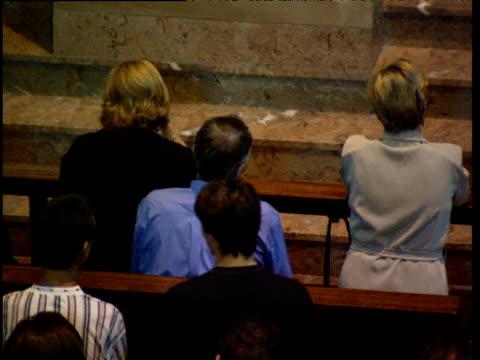 vídeos de stock e filmes b-roll de pan left over worshippers in catholic church basque country spain - catolicismo