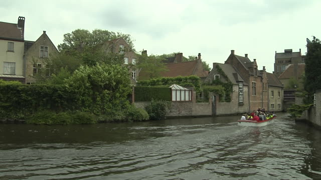 pan left shot bruges city bruges west flanders belgium - 宗教上のシンボル点の映像素材/bロール