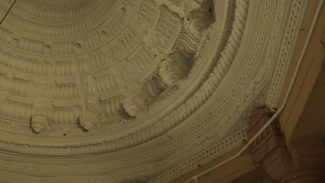 pan left shot interior dome of temple jain temple champaner gujarat - グジャラート州点の映像素材/bロール