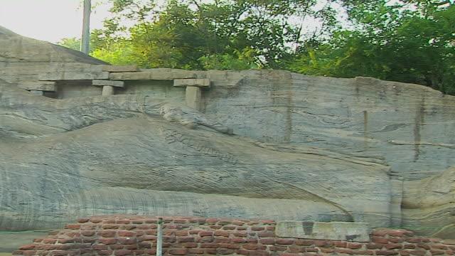 pan left shot reclining buddha gal vihara polonnaruwa north central province sri lanka  - sri lankan culture stock videos & royalty-free footage