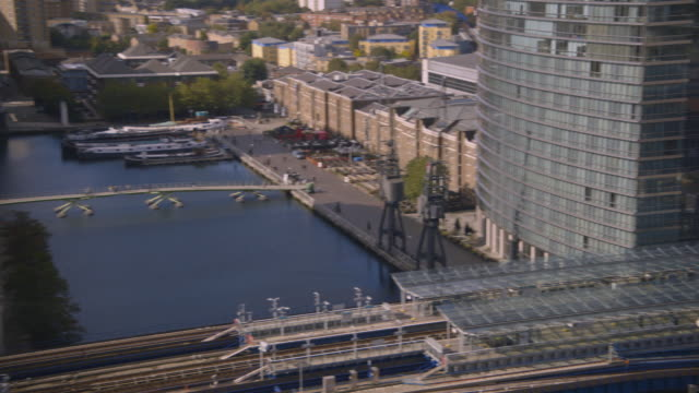 has pan left to north dock, canary wharf - london docklands stock videos & royalty-free footage