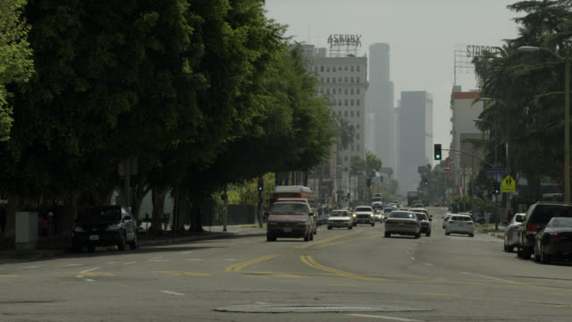 pan left to right of cars driving on 6th street, westlake neighborhood los angeles. asbury apartment building in bg. city streets. - westlake village california stock videos & royalty-free footage