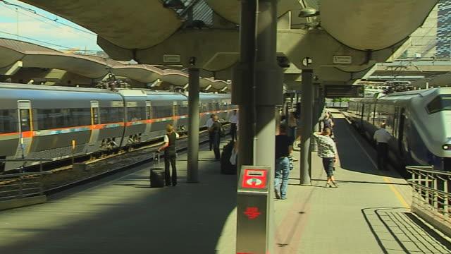 stockvideo's en b-roll-footage met pan left train station flam aurland norway  - wachten