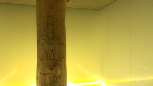 vídeos y material grabado en eventos de stock de pan of a branch of a tree inside of a lighted prayer room - alfombra de oración