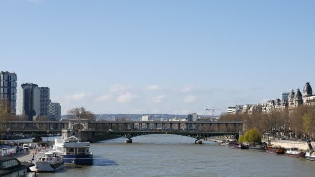 pan of bir-hakeim bridge with metro train and boat in paris, france, 4k(uhd) - pont de bir hakeim stock videos & royalty-free footage