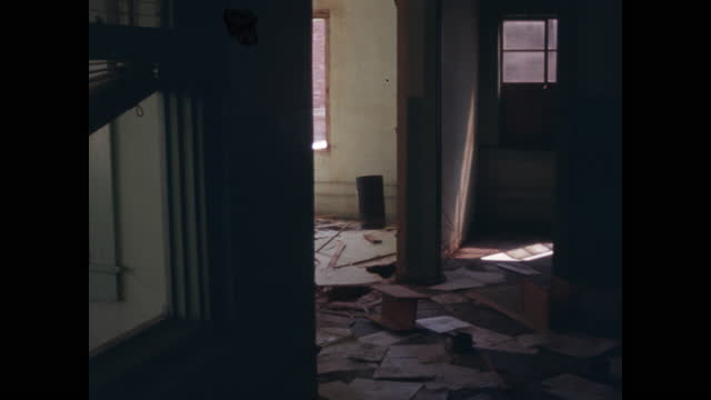 pan of distressed residential interior rooms - sporco video stock e b–roll