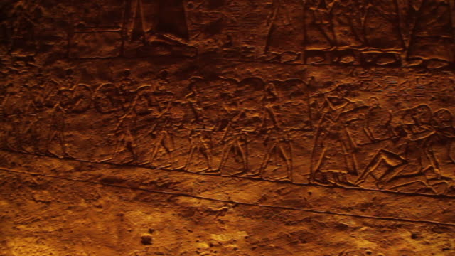 pan of hieroglyphics, temple of ramesses ii - geroglifico video stock e b–roll