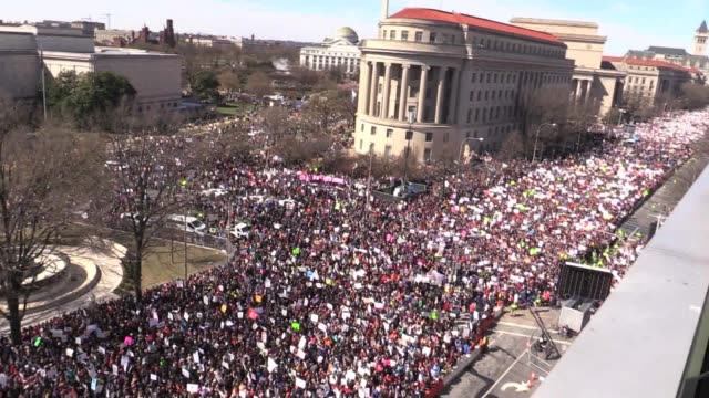 pan of overhead crowd shots from neuseum pennsylvania avenue washington dc march for our lives - march for our lives video stock e b–roll