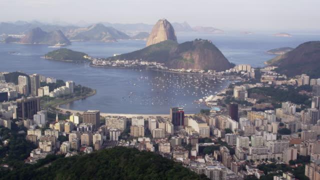 vidéos et rushes de pan of rio and ocean from corcovado lookout point - corcovado