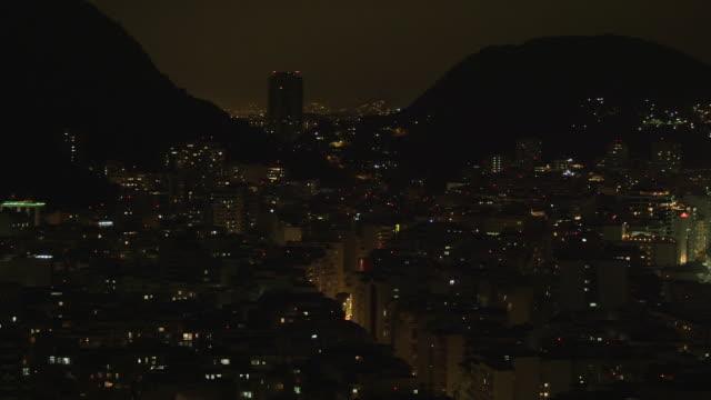 vídeos de stock, filmes e b-roll de pan of rio de janeiro cityscape in brazil - panning