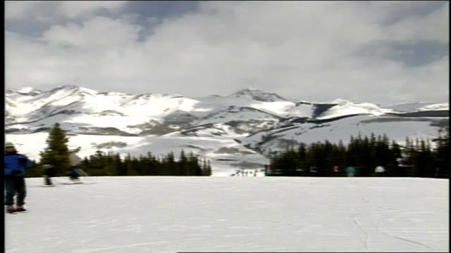 pan of skiers and signs on mountain in butte colorado - skiwear stock videos & royalty-free footage