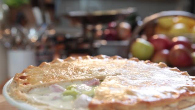 pan over a chicken, ham and leek pie. - タルト点の映像素材/bロール
