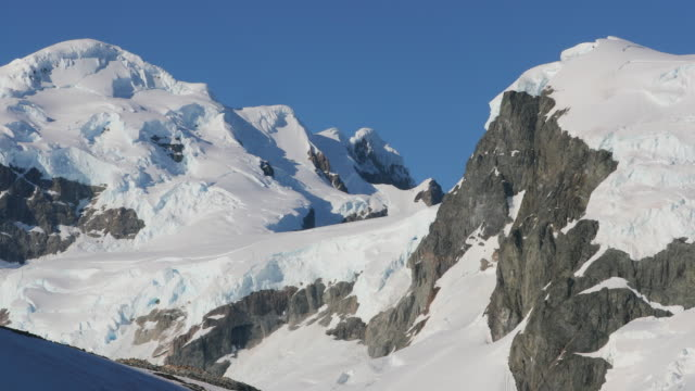 pan over mountains on antarctic peninsula - antarctic peninsula stock videos & royalty-free footage