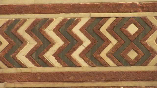 pan over rough zig-zag detail on a wall in agra fort, india. - zigzag stock videos & royalty-free footage