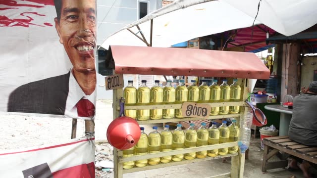 pan r l to bottles of gasoline for sale at a street stall in jakarta indonesia on wednesday jan 21 the price tag for bottles of gasoline is displayed... - 軍用輸送車点の映像素材/bロール