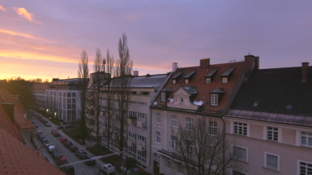 lr pan residential street at sunrise - schwenk stock-videos und b-roll-filmmaterial