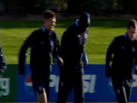 pan right across england football team performing warm up exercises during training session, players include nicky butt, gary neville, paul scholes,... - international team soccer stock videos & royalty-free footage
