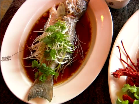 cu pan right across food on plate, bangkok, thailand - lobster stock videos & royalty-free footage