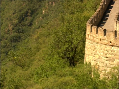pan right across from trees to curved section of great wall of china, mutianyu, china - mutianyu stock videos & royalty-free footage