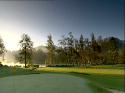 pan right across golf course india - green di golf video stock e b–roll