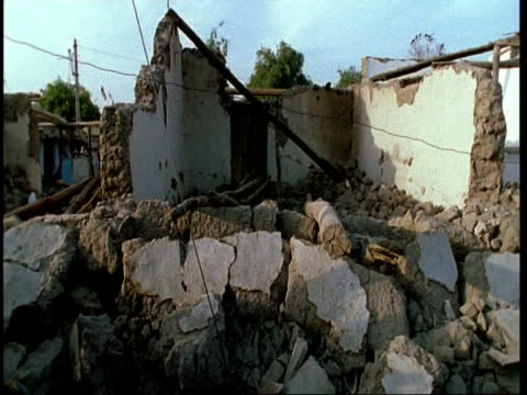 ms pan right across rubble of collapsed house, after earthquake, gujarat, india - グジャラート州点の映像素材/bロール