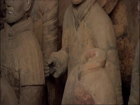 ms pan right across terracotta warriors and horses, museum of qin, xian, china - terrakotta armee stock-videos und b-roll-filmmaterial