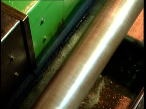pan right along crank shaft to pumping piston on industrial machine - piston stock videos & royalty-free footage