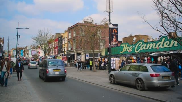 pan right camden high street to market stalls - street style点の映像素材/bロール