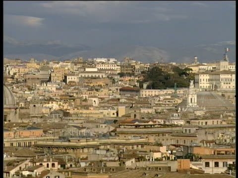 pan right crossing rome skyline including large domes and sprawling housing hills in background - ラツィオ州点の映像素材/bロール