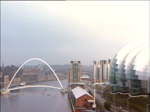 pan right from millennium bridge to sage building gateshead newcastle upon tyne - river tyne stock videos & royalty-free footage