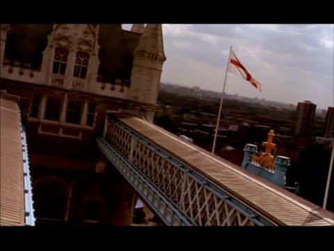cu pan right from tower bridge across london skyline, london, england - gla building stock videos & royalty-free footage