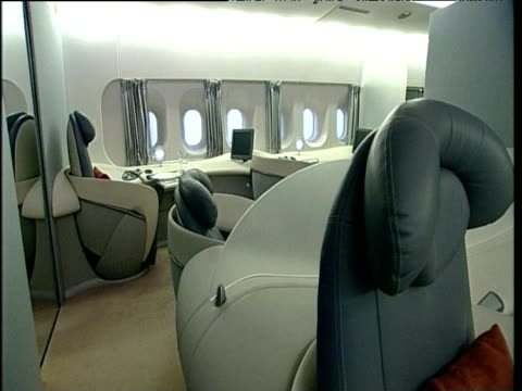 pan right inside full size model of airbus a380 first class section toulouse; 05 apr 04 - wohngebäude innenansicht stock-videos und b-roll-filmmaterial