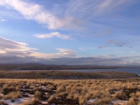 stockvideo's en b-roll-footage met pan right over fields in the falkland islands - atlantische eilanden