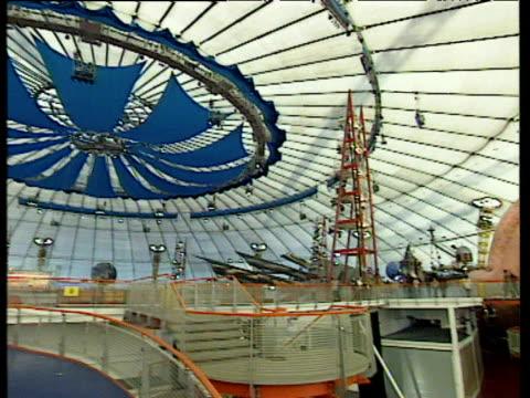 vídeos de stock e filmes b-roll de pan right over interior of millennium dome; jan 00 - ano 2000