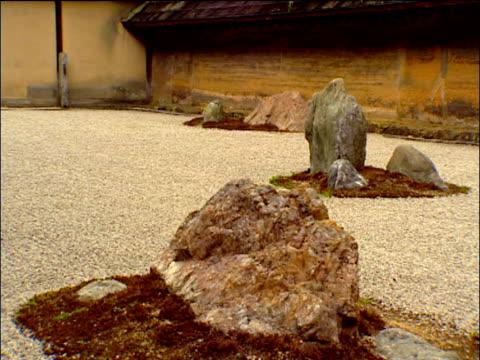 pan right round ryoanji zen rock garden kyoto - chan buddhism stock videos & royalty-free footage