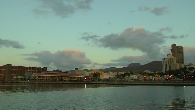 vídeos de stock, filmes e b-roll de pan right shot sea port louis mauritius - ilhas mascarene