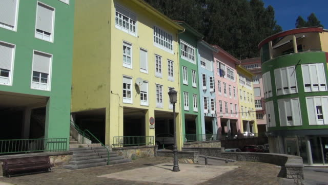 pan right to left: painted homes in cudillero - fensterfront stock-videos und b-roll-filmmaterial