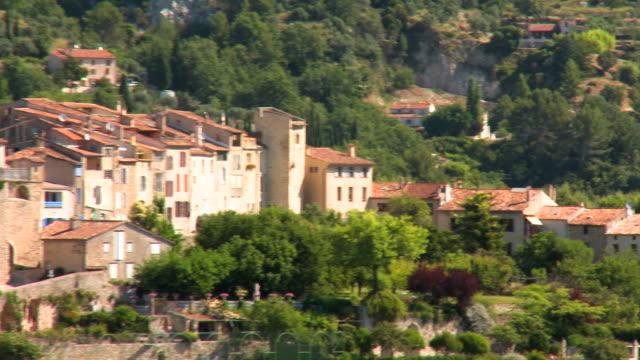 vidéos et rushes de pan right to left: small village of bargemon france - village