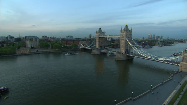 pan right tower bridge at dusk - suspension bridge stock videos & royalty-free footage