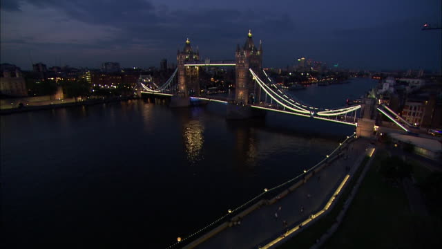 pan right tower bridge at night - suspension bridge stock videos & royalty-free footage