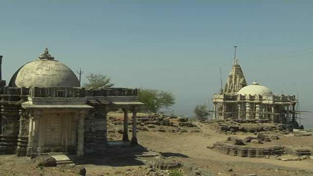 pan right wide shot jain temple champaner gujarat - 寺院点の映像素材/bロール