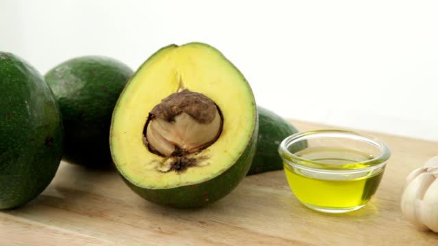 Pan Schuss avocado mit Knoblauch und Olivenöl
