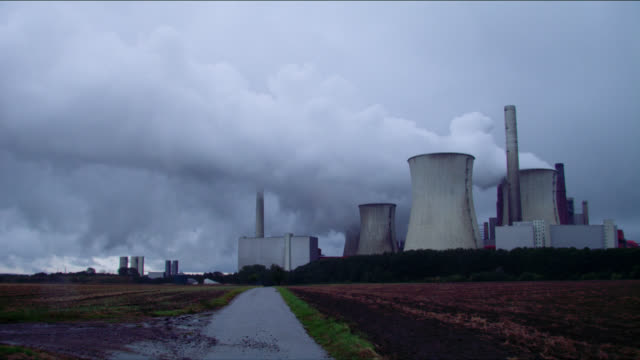 pan shot neurath coal power plant cooling towers and farmland - 石炭点の映像素材/bロール