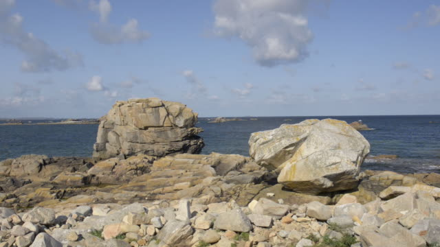 vidéos et rushes de pan shot of rocky coast at pointe du chateau - roc