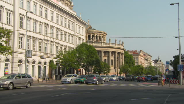Pan: St. Stephen's Basilica and the Beautiful Surrounding Architecture
