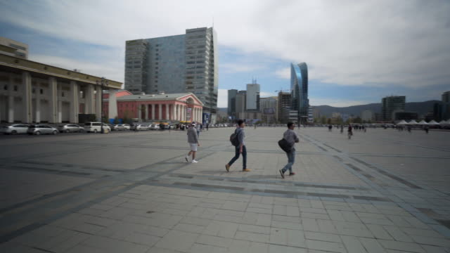pan: sukhbaatar square and parliament building with people walking on footpath against sky - ulaanbaatar, mongolia - ulan bator stock videos & royalty-free footage