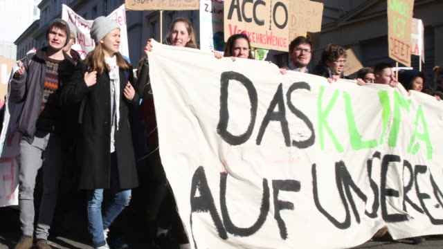 pan to the right striking high school students during the demonstration to the chancellery to protest for more effective government climate change... - climate policy stock videos & royalty-free footage