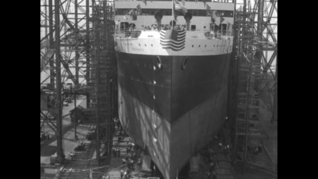 vídeos de stock, filmes e b-roll de pan up from propellers of ss california to top that reads california new york can see scaffolding on sides / ship's bow american flag at top and... - atlântico central eua