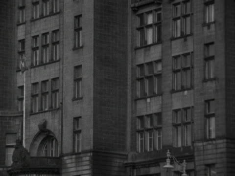 stockvideo's en b-roll-footage met pan up the clock tower of the royal liver building in liverpool 1964 - liverpool engeland
