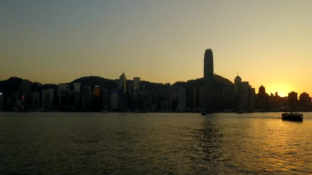 lr pan. view of hong kong island at sunset - ロマンチックな空点の映像素材/bロール